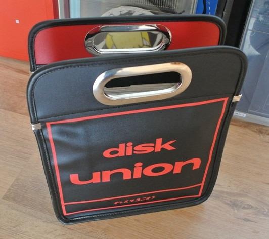 Porta-discos de vinil vendido na Disk Union