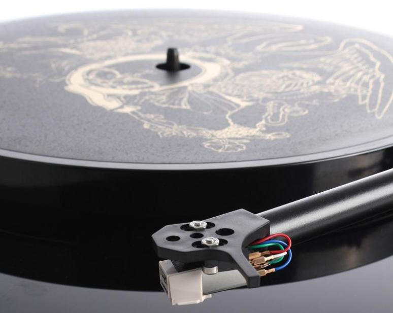 queen_turntable_rega2