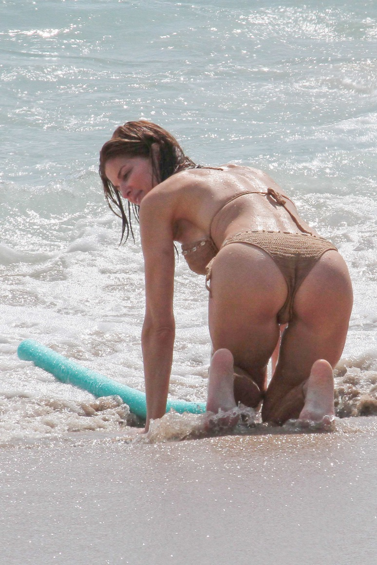 December 20, 2011: Stephanie Seymour is photographed while on holiday with her family in St. Barts.  Mandatory Credit: INFphoto.com Ref.: inffr-09|sp|N. AMERICA & U.K. SALES ONLY