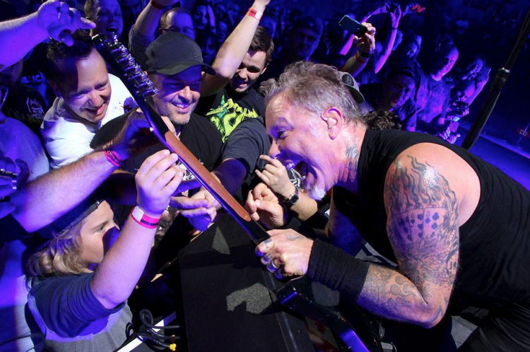 metallica-fan-shot-e1455750849344